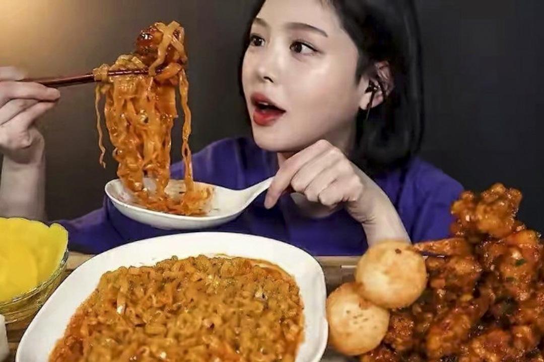 南韓吃播Boki在網上直播她吃東西的場面。 網上圖片