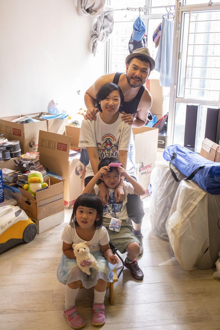Tina與丈夫Andee,還有一對兒女,即將準備移民加拿大。