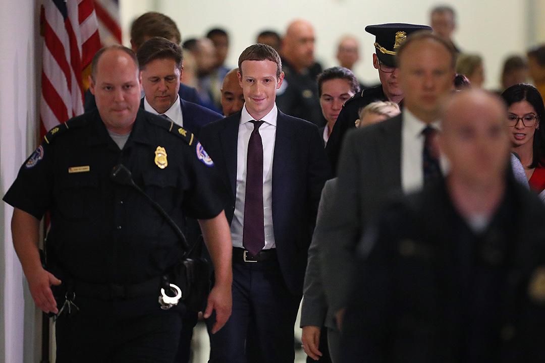 2019年10月23日華盛頓,Facebook首席執行官朱克伯格於國會山作證六個小時後離開。 攝:Chip Somodevilla/Getty Images