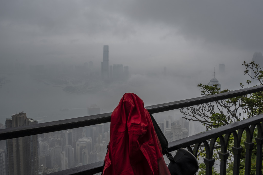 2020年,太平山上的一件紅衣。 攝:林振東/端傳媒