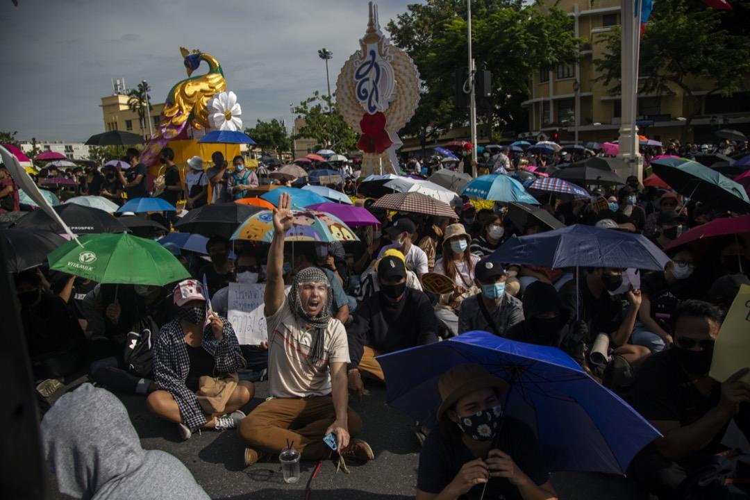 2020年8月16日,泰國曼谷,約一萬名學生與反政府示威者參與在民主紀念碑前舉行的集會。 攝:Lauren DeCicca/Getty Images