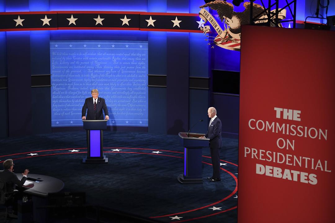 2020年9月29日,美國總統大選首場辯論在俄亥俄州克里夫蘭舉行。 攝:Kevin Dietsch / UPI / Bloomberg via Getty Images