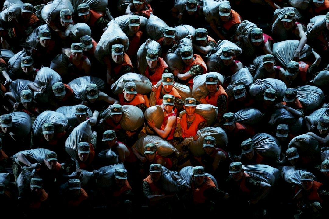 北京人民大會堂上演的「紅軍旗」戲劇晚會表演現場。 攝:Feng Li/Getty Images