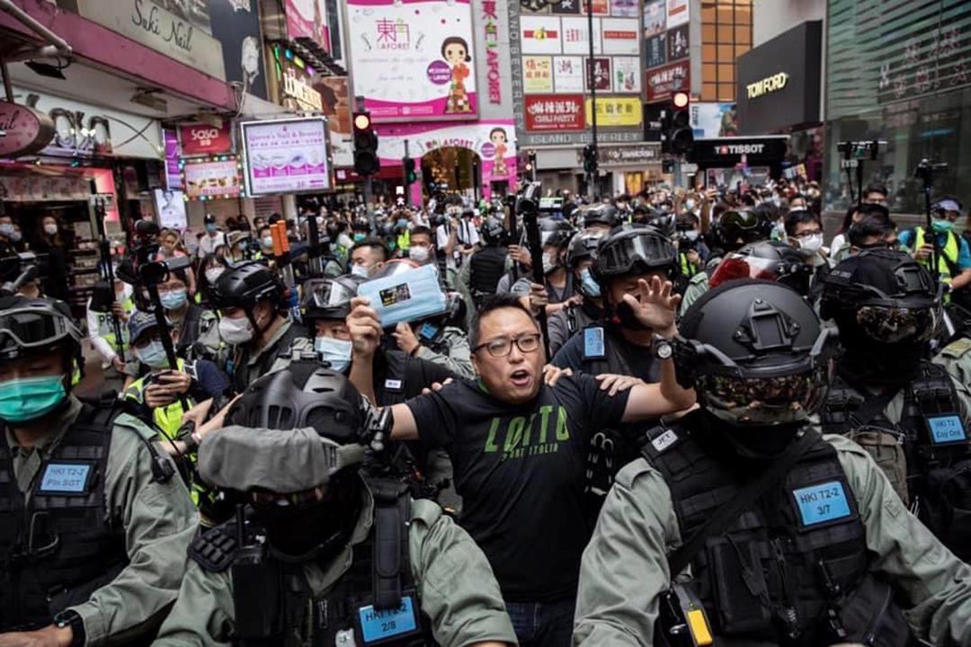 2020年5月24日,譚得志在反對國家安全立法遊行前被警方拘捕。 攝:陳焯煇/端傳媒