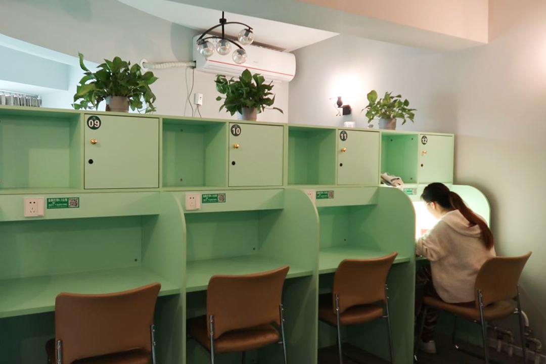 北京海淀區蜂窩自習室深度閲讀區。