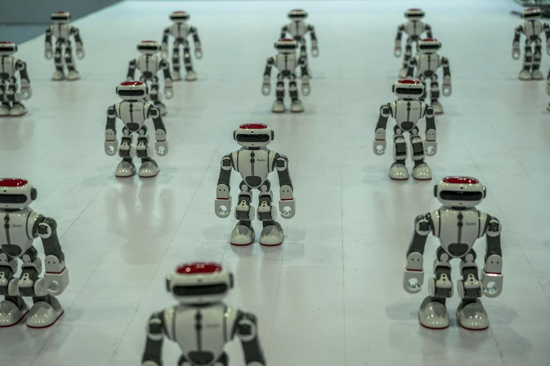 2017年的北京國際消費電子博覽會,機器人為觀眾跳舞。
