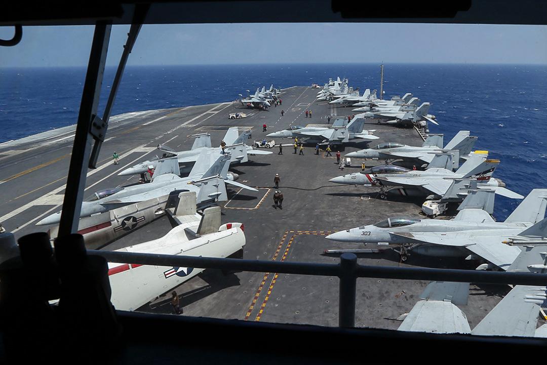 2017年3月3日,美國海軍航空母艦卡爾·文森號(CVN 70)上的戰鬥機在南中國海進行巡邏。