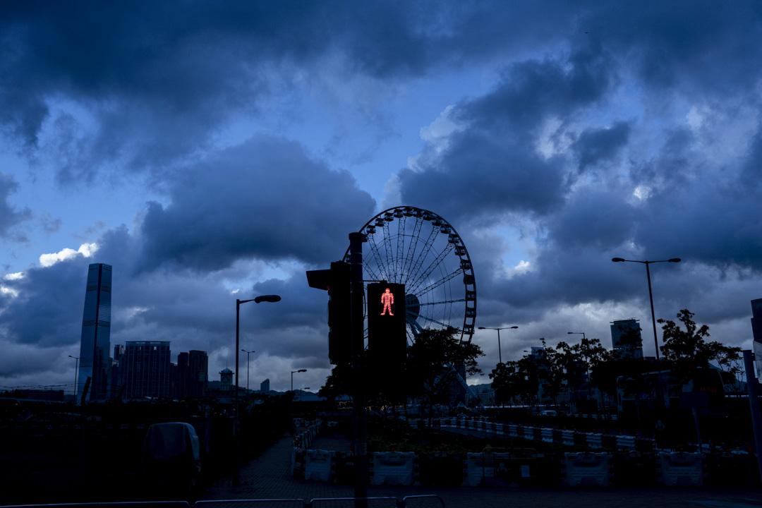 2020年6月16日,香港,中環一個紅色交通燈訊號。 攝:林振東/端傳媒