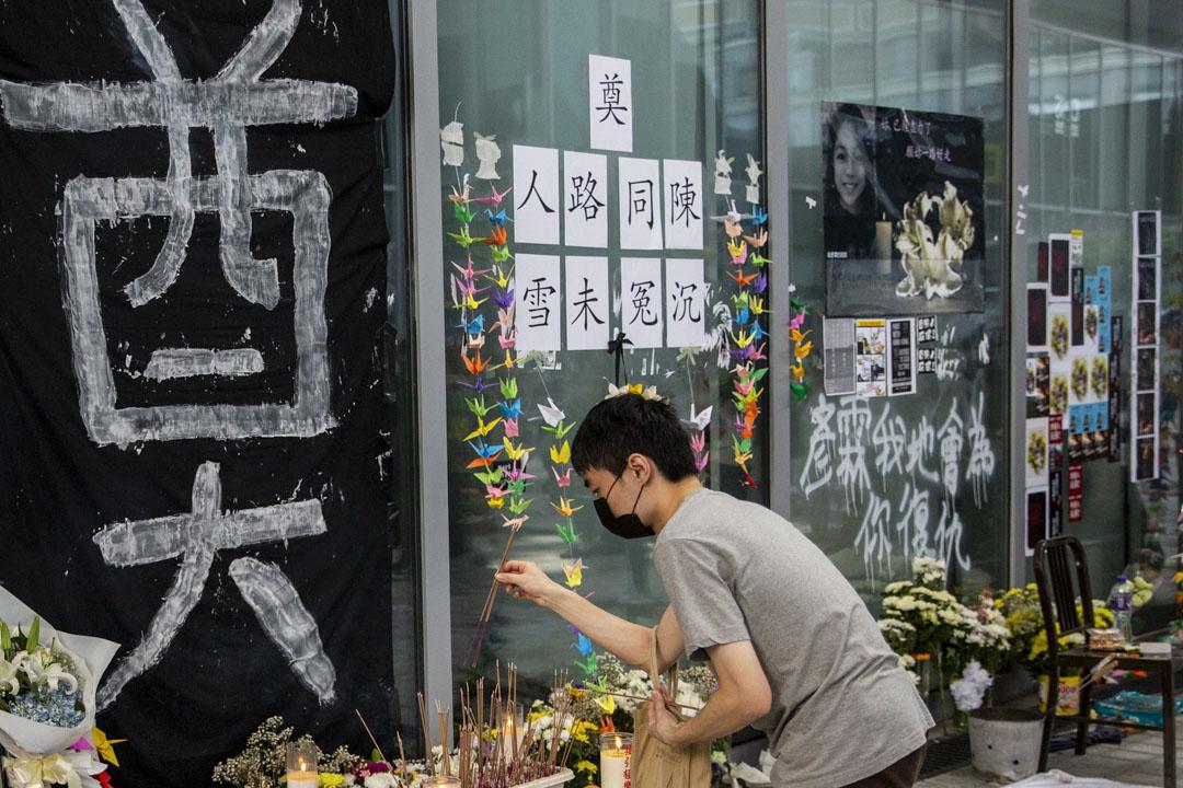 2019年10月17日,來自各大專院校的學生在陳彥霖生前上課的香港知專設計學院舉行追悼會。