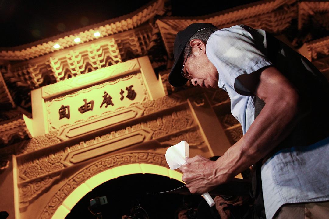 2020年6月4日,數百名參與者在台北自由廣場舉行的燭光晚會,悼念北京天安門廣場上的死難者。