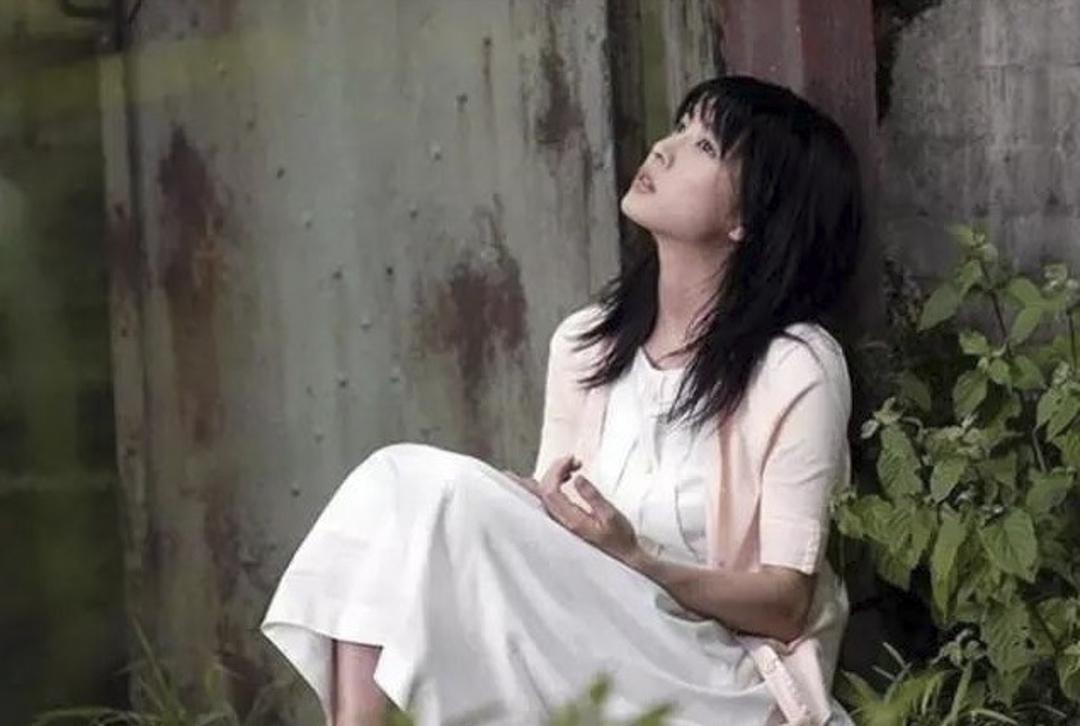 竹內結子在《藉著雨點說愛你》的演出。