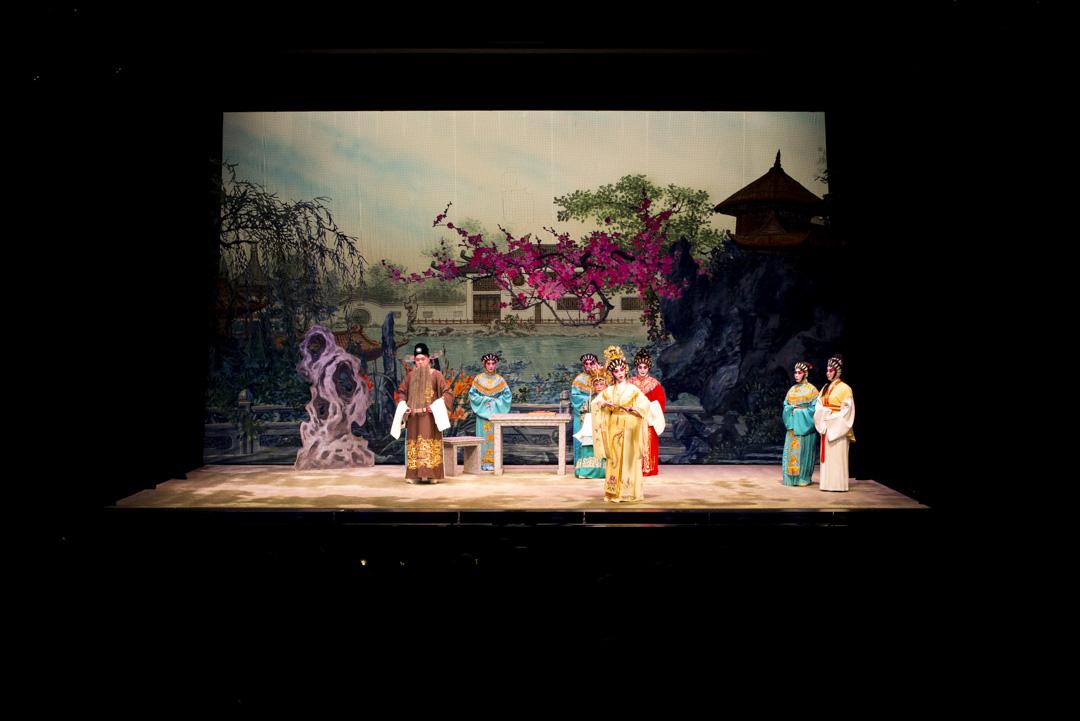油麻地戲院上演的一齣粵劇。