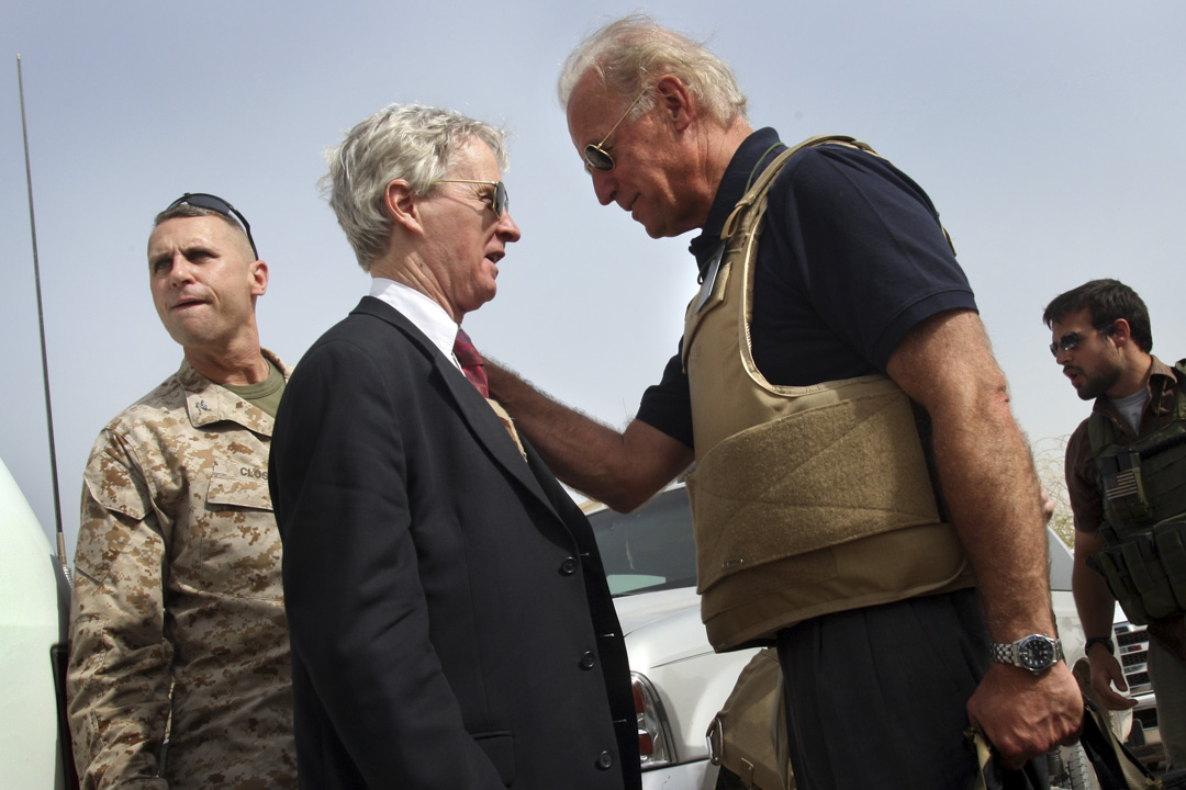 2007年9月6日,參議院外交關係委員會主席拜登訪問伊拉克時與美國駐伊拉克大使瑞安·克羅克(Ryan Crocker)進行了對話。