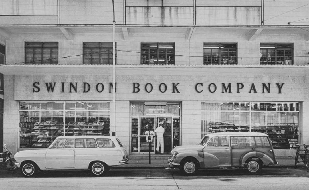 辰衝圖書有限公司樂道總店設於1964年7月18日,經營至今56年之久。