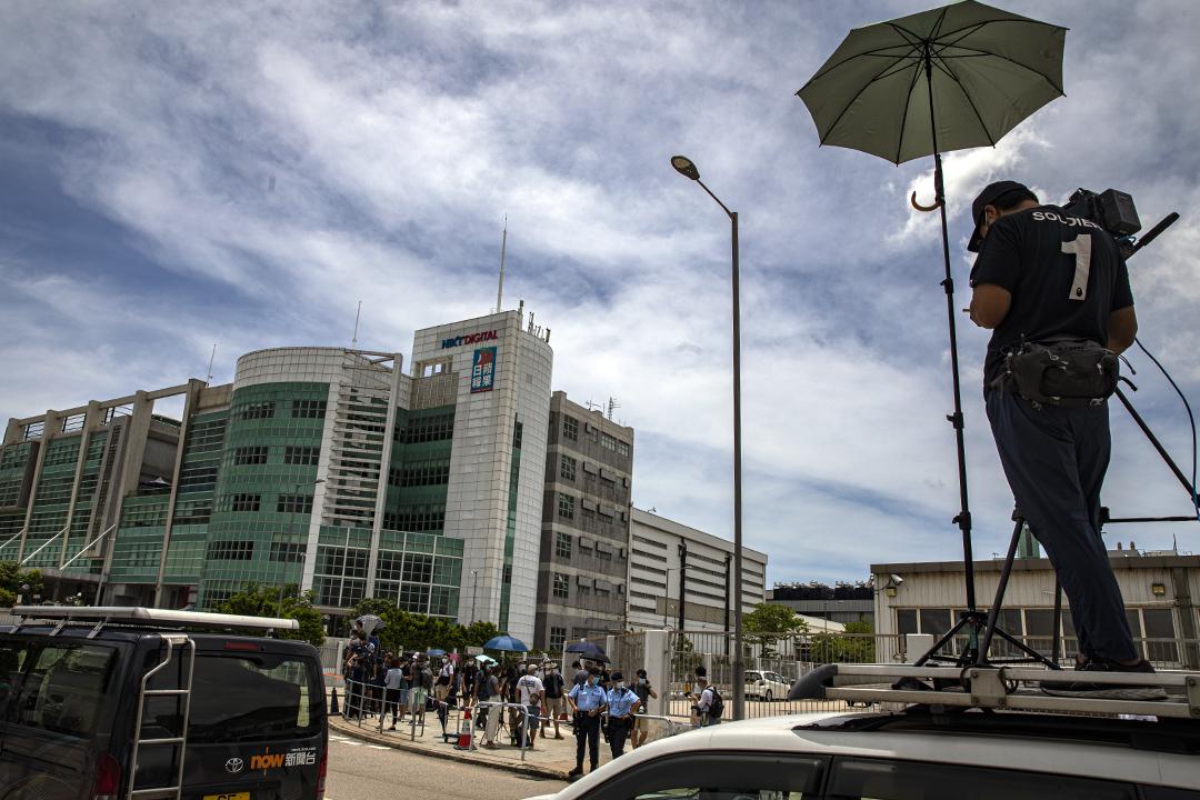 2020年8月10日,警方進入壹傳媒大樓期間,部分媒體只能在封鎖區外拍攝。