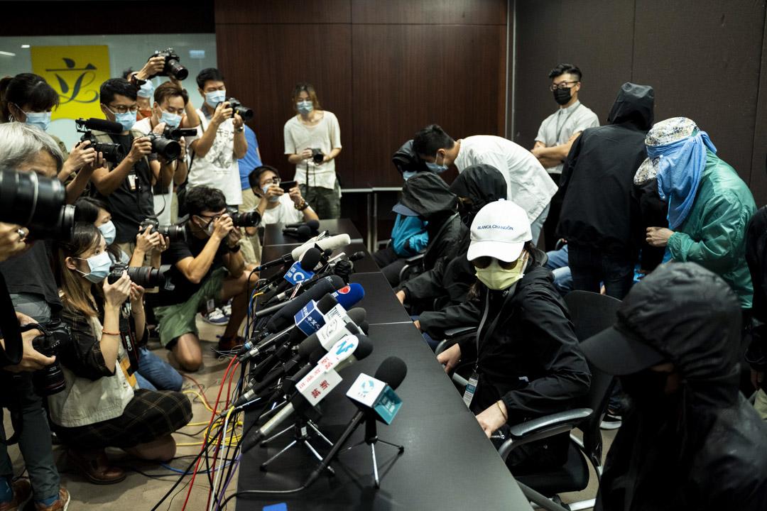 2020年9月12日,12名因涉偷渡台灣遭內地拘留港人的家屬召開記者會。 攝:林振東/端傳媒