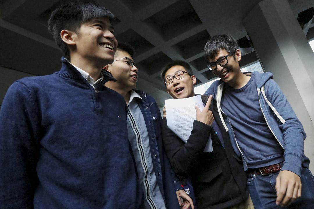 2017年12月7日,雨傘運動期間,岑敖暉及黃之鋒等16人佔旺藐視法庭案罪成,當天眾被告到達高等法院。
