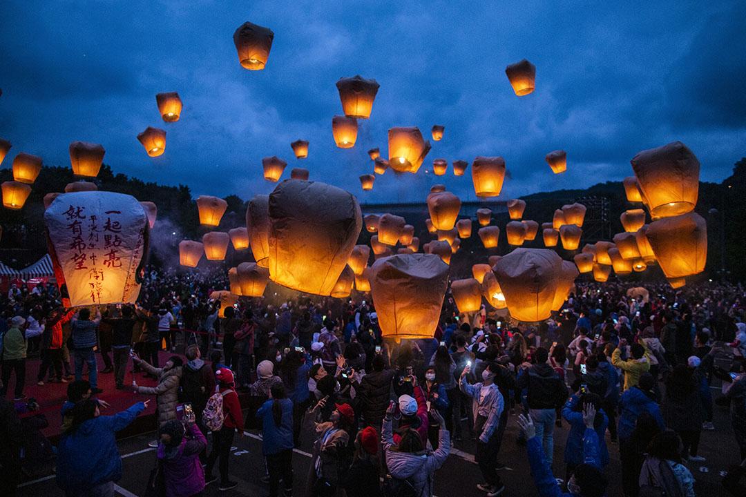 2020年2月9日平溪,市民在新年期間放天燈。