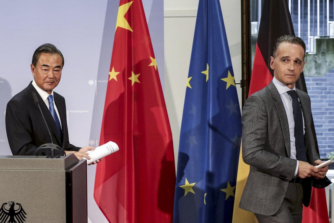 2020年9月1日,德國外交大臣海科·馬斯(右)和中國外交部長王毅(左)在德國柏林的會議後舉行新聞發布會。