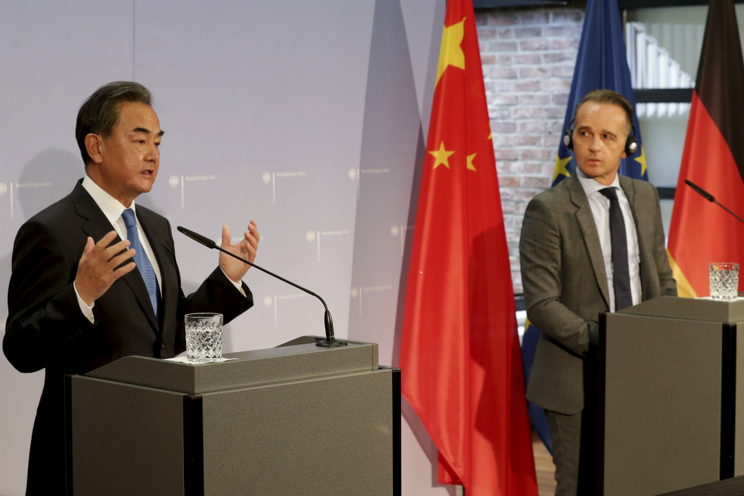 2020年9月1日,德國柏林,中國外長王毅與德國外長馬斯(Heiko Maas)舉行聯合記者會。 攝:Michael Sohn/Getty Images