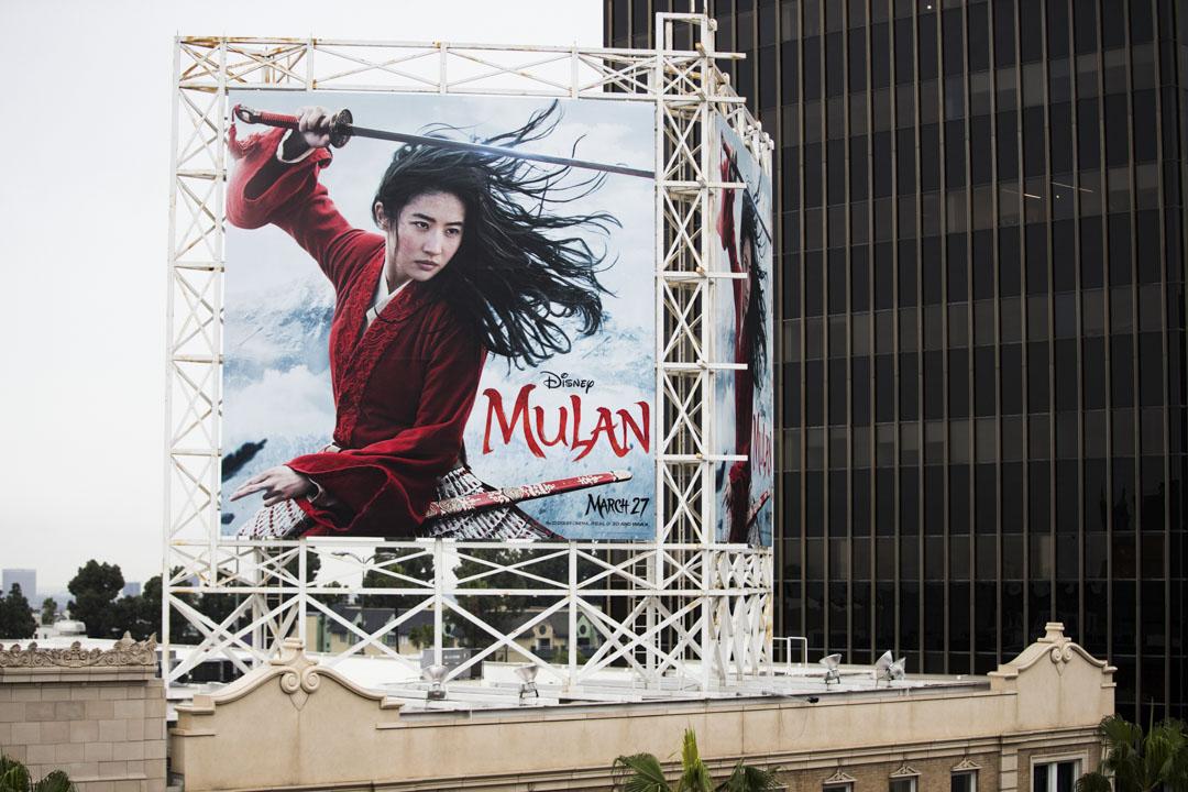 2020年3月13日,電影「花木蘭」在加州的一個戶外廣告。