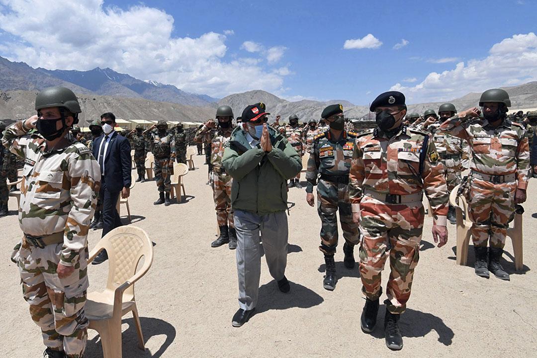 2020年7月3日,印度總理內倫德拉·莫迪(Narendra Modi)訪問拉達克的尼姆向印度軍隊致意。