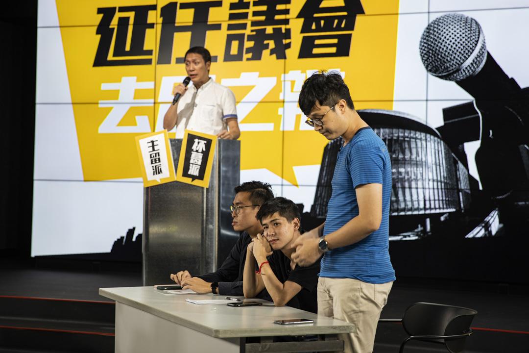 2020年9月18日,岑敖暉在《壹傳媒》大樓舉行的民主派去留辯論拍攝現場。