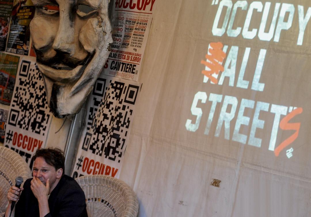 2012年6月13日在意大利米蘭,格雷伯(David Graeber)出席著作《債的歷史》(Debt: The First 5000 Years)的研討會。