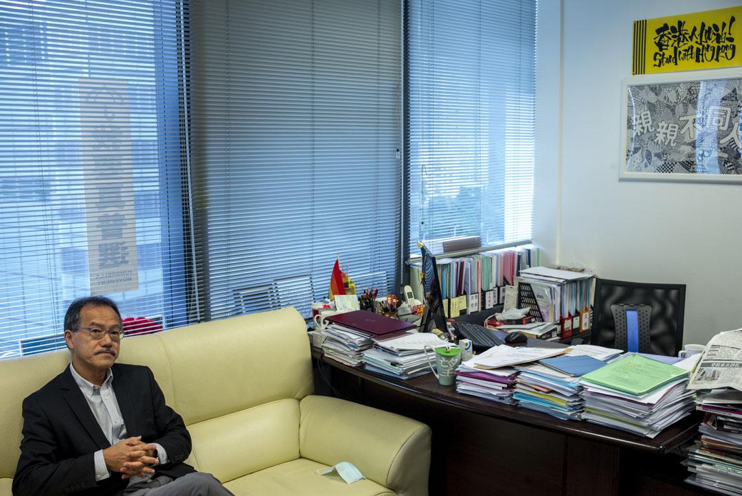 2020年9月30日,張超雄在立法會十樓一個角落的辦公室接受採訪。