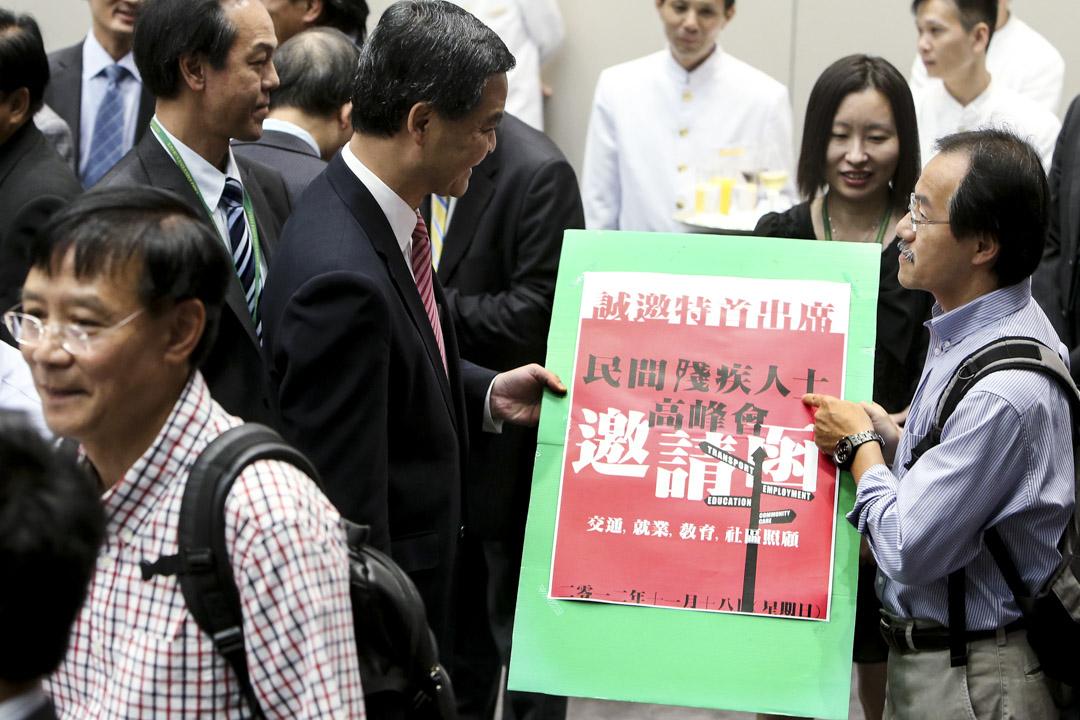 2012年9月12日,特首梁振英與新當選的立法會議員共進午餐,張超雄席間提出邀請梁振英出席殘疾人士高峰會。