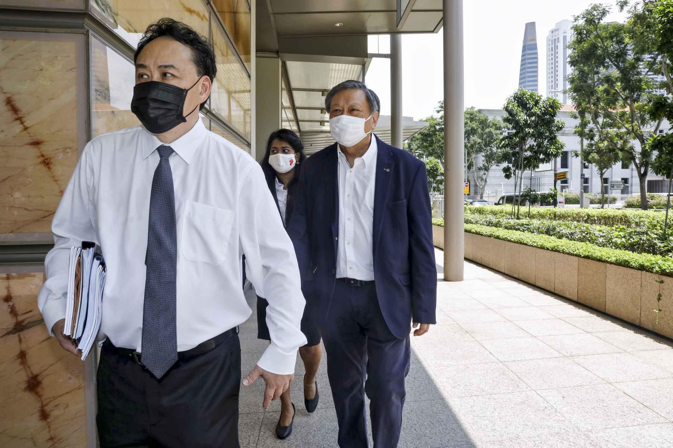 2020年10月6日,梁實軒(Leong Sze Hian)到達高等法院為誹謗案進行聽證。