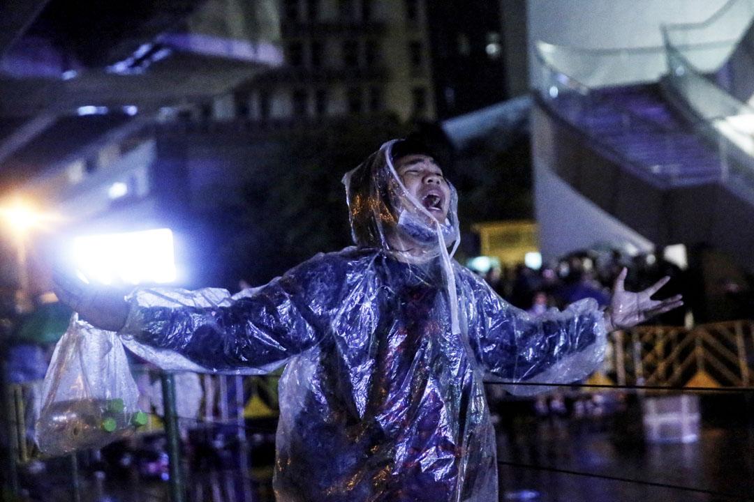 2020年10月16日泰國曼谷,一名抗議者在反政府抗議活動中。