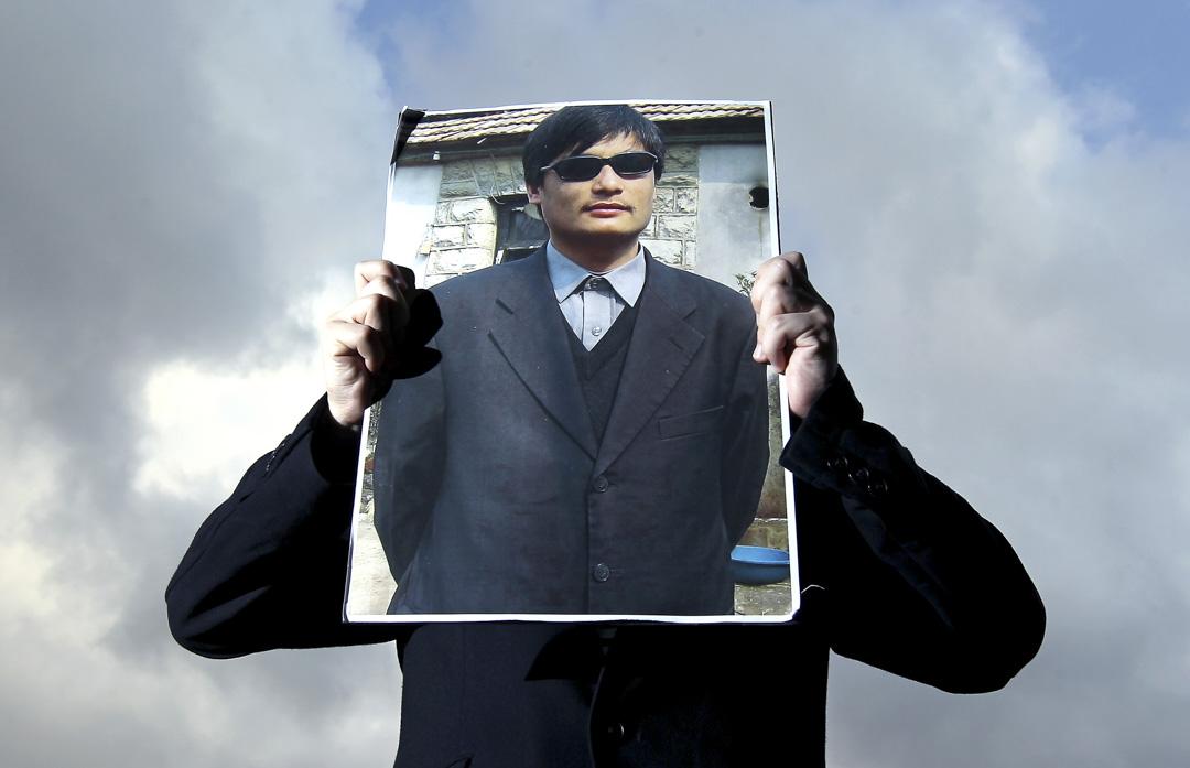 2012年5月2日,香港有支持維權律師陳光誠的請願。
