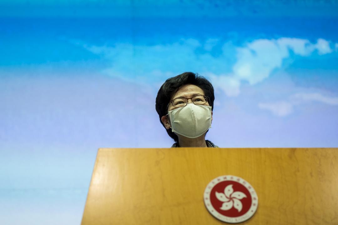 2020年10月12日,香港特首林鄭月娥召開記者會,宣佈原定兩天後宣讀的施政報告需要押後發表。 攝:林振東/端傳媒