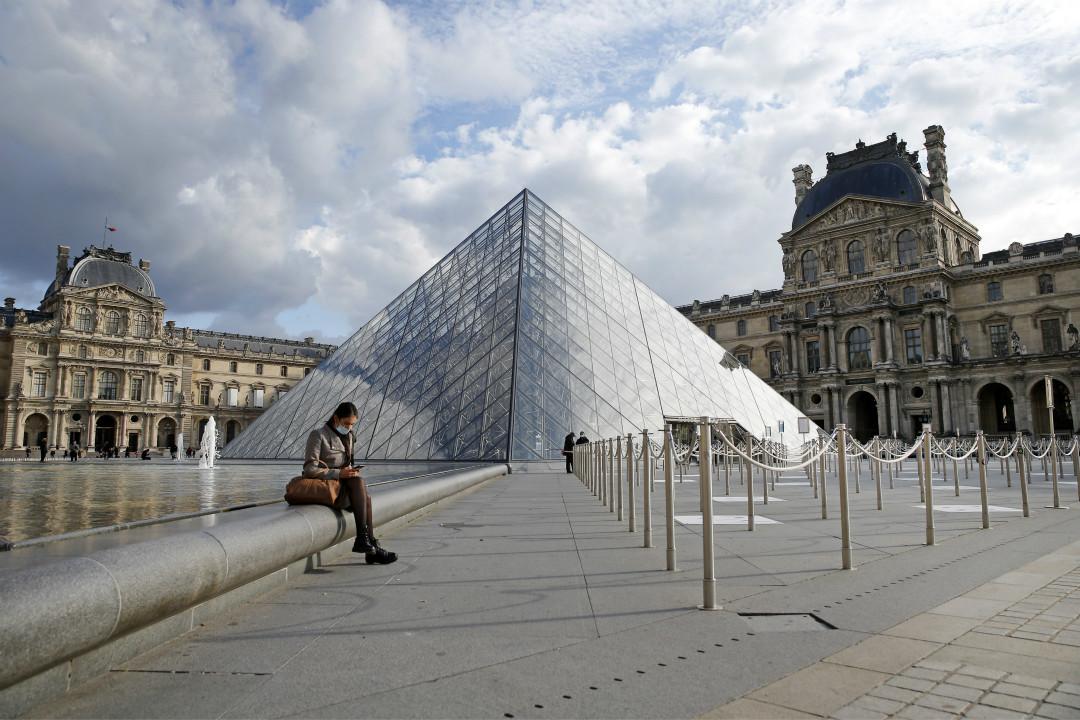 2020年10月14日,法國巴黎,空空蕩蕩的盧浮宮。 攝:Chesnot/Getty Images