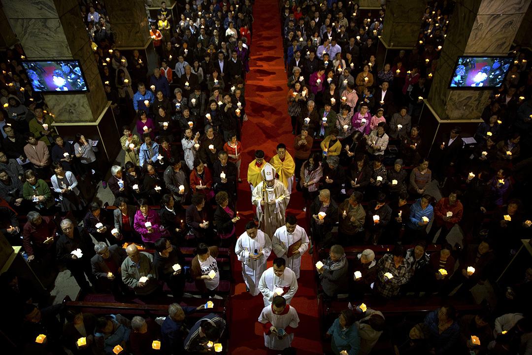 2018年3月31日北京市聖母無原罪教堂(宣武門南堂),主教李山在復活節前一天晚上的彌撒中走過。