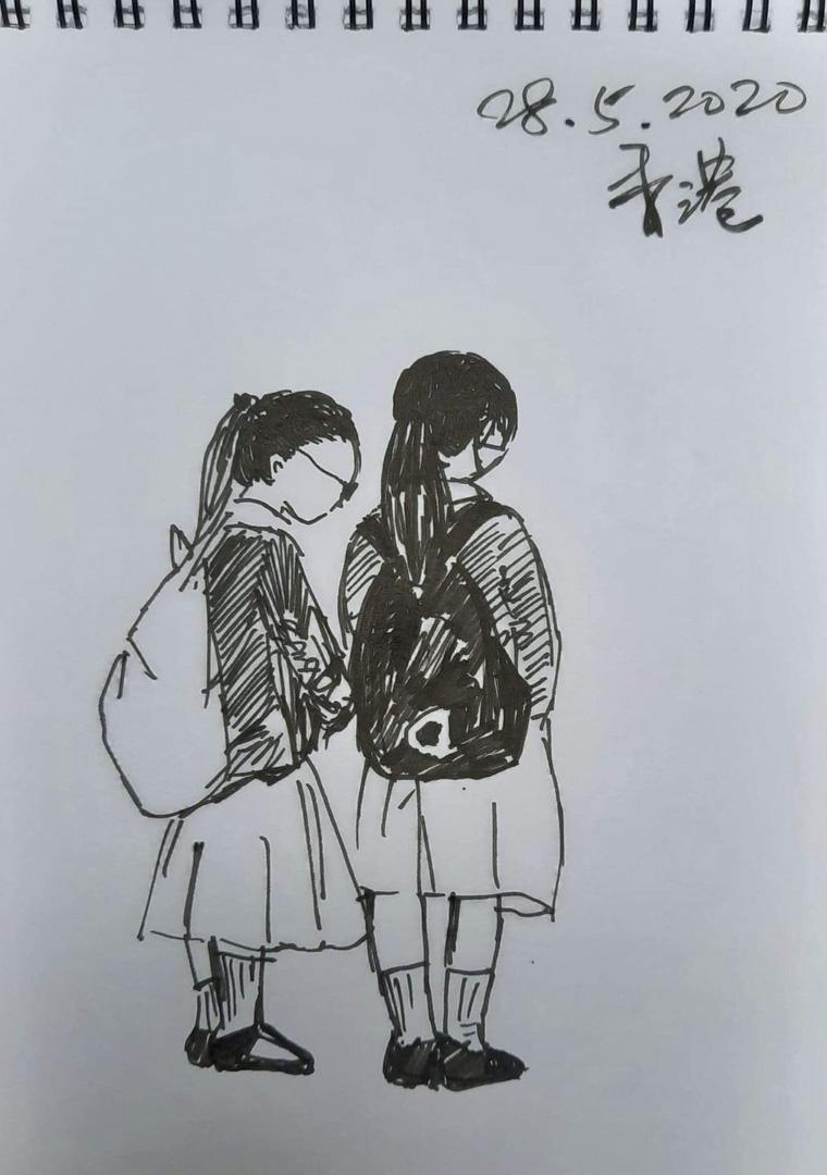 美智5月短暫回港,香港多區示威反國安法,有穿著校服背著書包的學生被捕,美智看到新聞後畫下了這一幕。