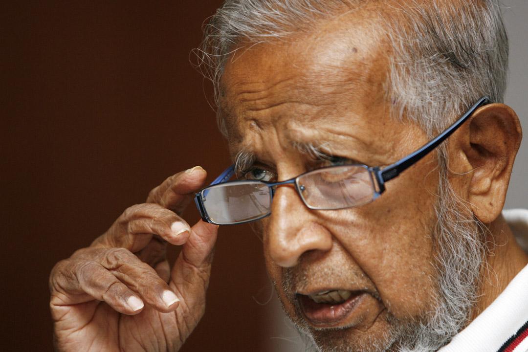 1981年,惹耶勒南 (J.B. Jeyaretnam) 成為首位進入國會的反對派,他被人民行動黨的政客控告誹謗罪超過十次,並須支付數以十萬計的賠償金額,導致他破產。