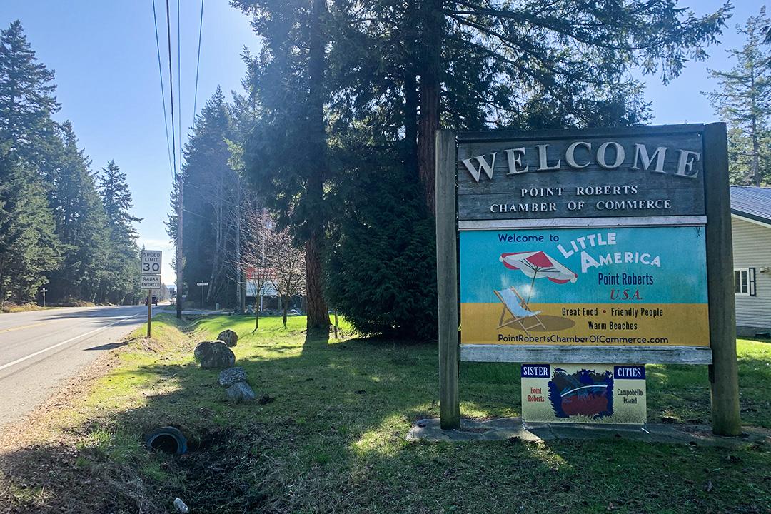 2020年2月18日,加拿大羅伯茨角(Point Roberts)一個五顏六色的標誌歡迎遊客。