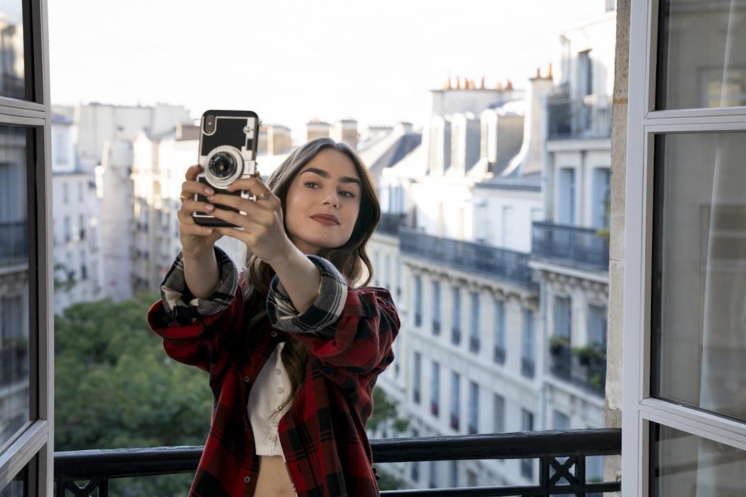 《艾蜜莉在巴黎》(Emily in Paris)劇照。 圖:Netflix