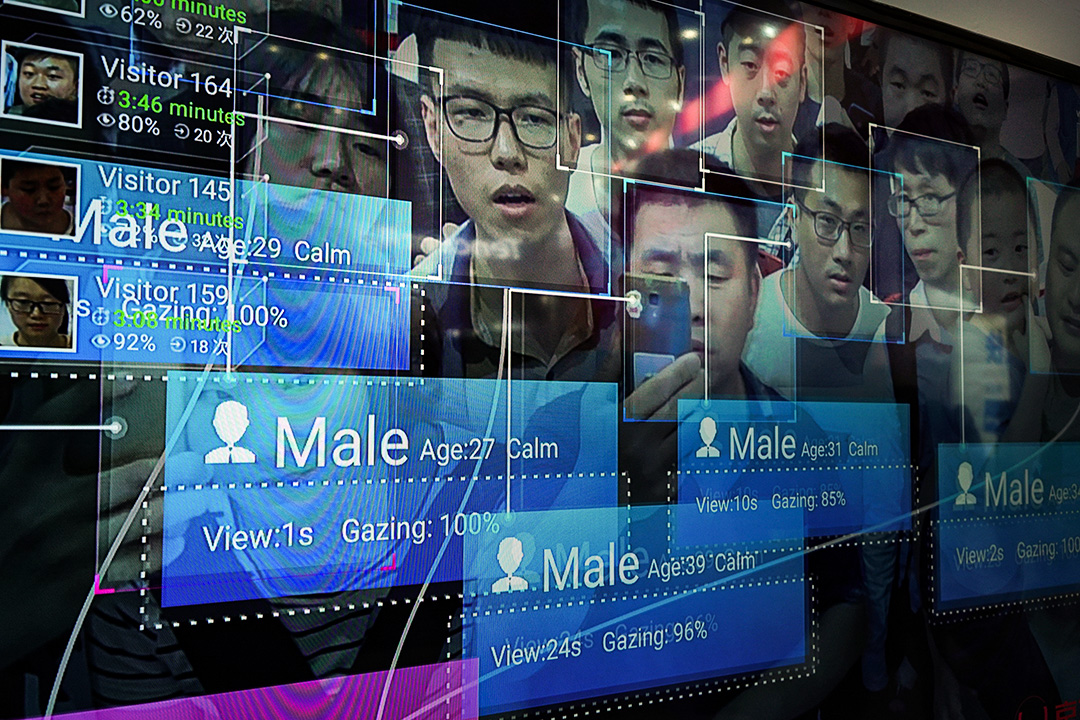 2018年4月22日,中國福州的海峽國際展覽中心舉行的第一次數碼中國峰會期間,顯示器上的臉部識別系統。 攝:Qilai Shen/Bloomberg via Getty Images