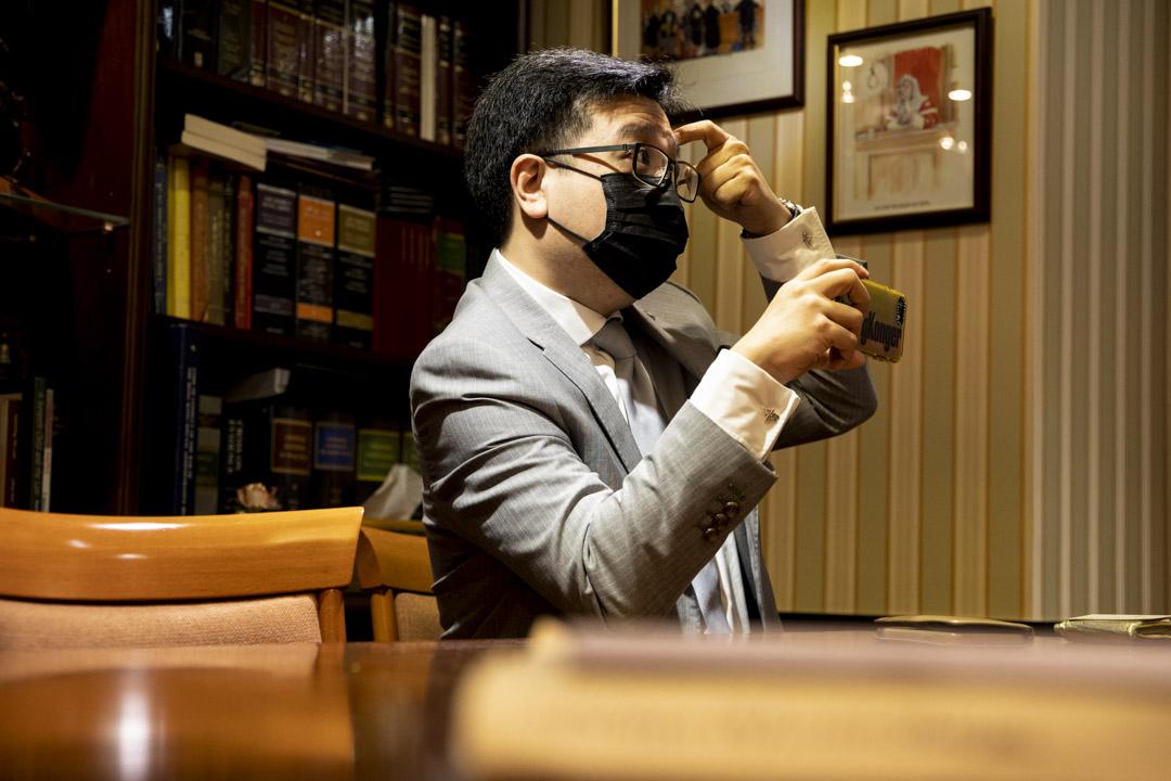 經常擔任義務律師,協助被捕者的香港律師陳惠源。
