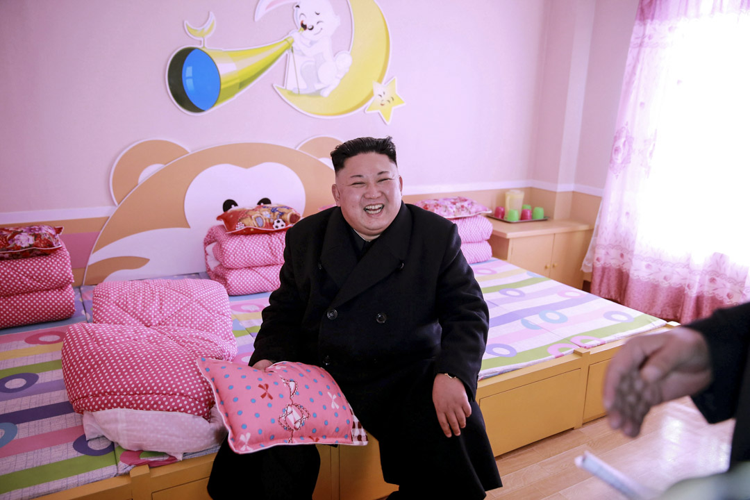 2017年2月2日,北韓領導人金正恩在為平壤孤兒小學提供實地指導。 攝:KCNA/Reuters/達志影像