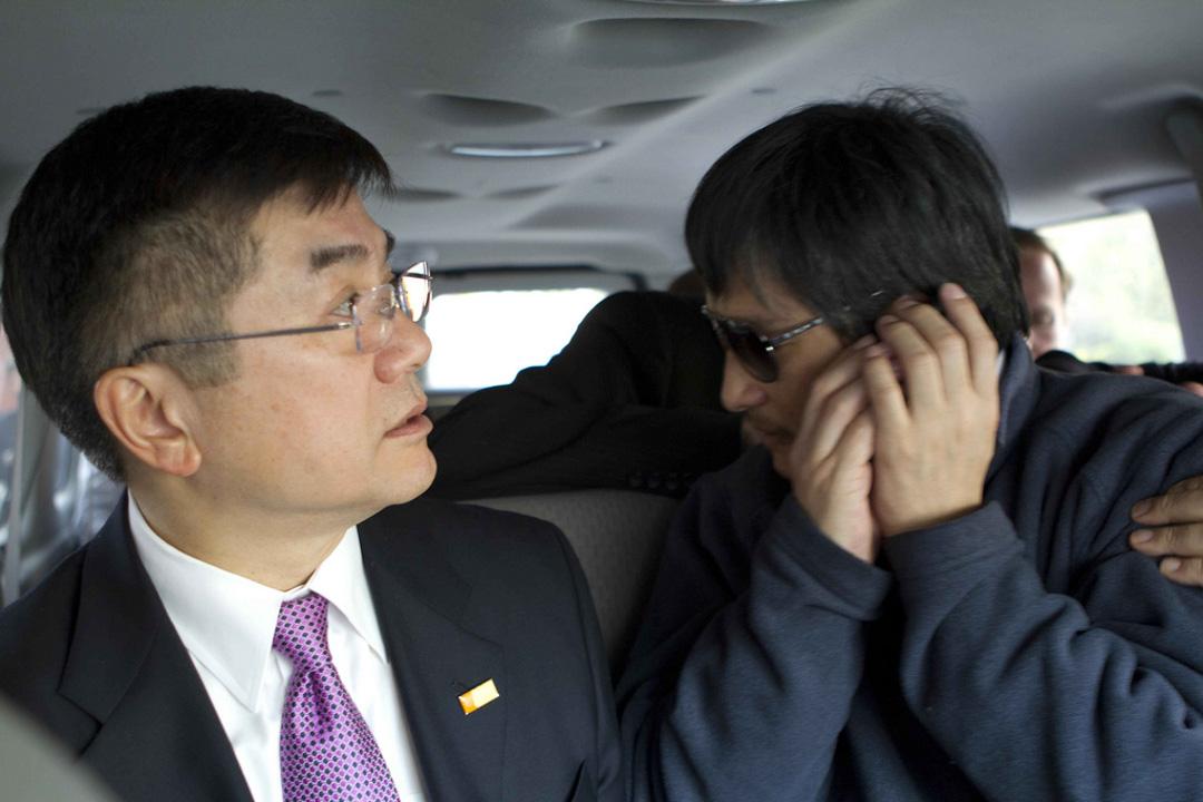 2012年5月2日,陳光誠在美國駐華大使駱家輝陪同下進入北京市朝陽醫院。