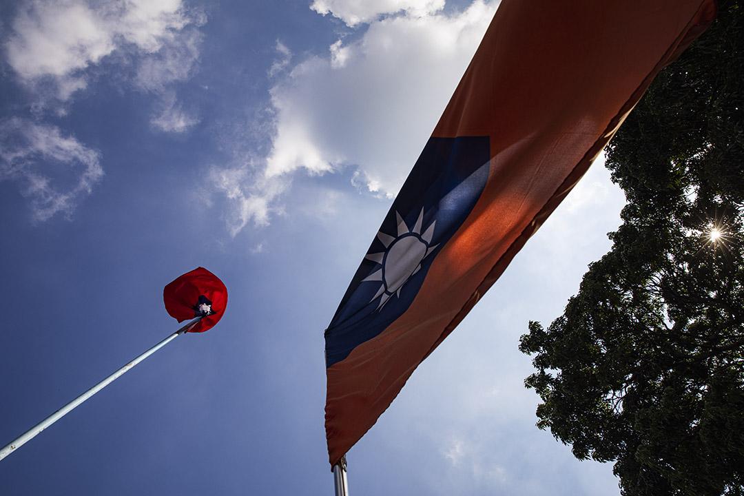 2020年10月8日香港屯門中山公園,公園內有孫中山的銅像及紀念碑,並懸掛著青天白日滿地紅旗。