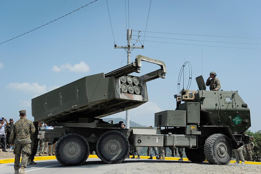 俗稱「海馬士」(HIMARS,即高機動性火箭炮系統)的車載多管火箭發射裝置。 攝:Dondi Tawatao/Getty Images