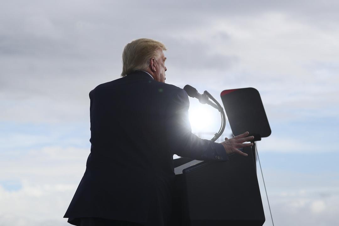 2020年10月23日,美國總統特朗普在美國佛羅里達州的一個競選集會上發表講話。