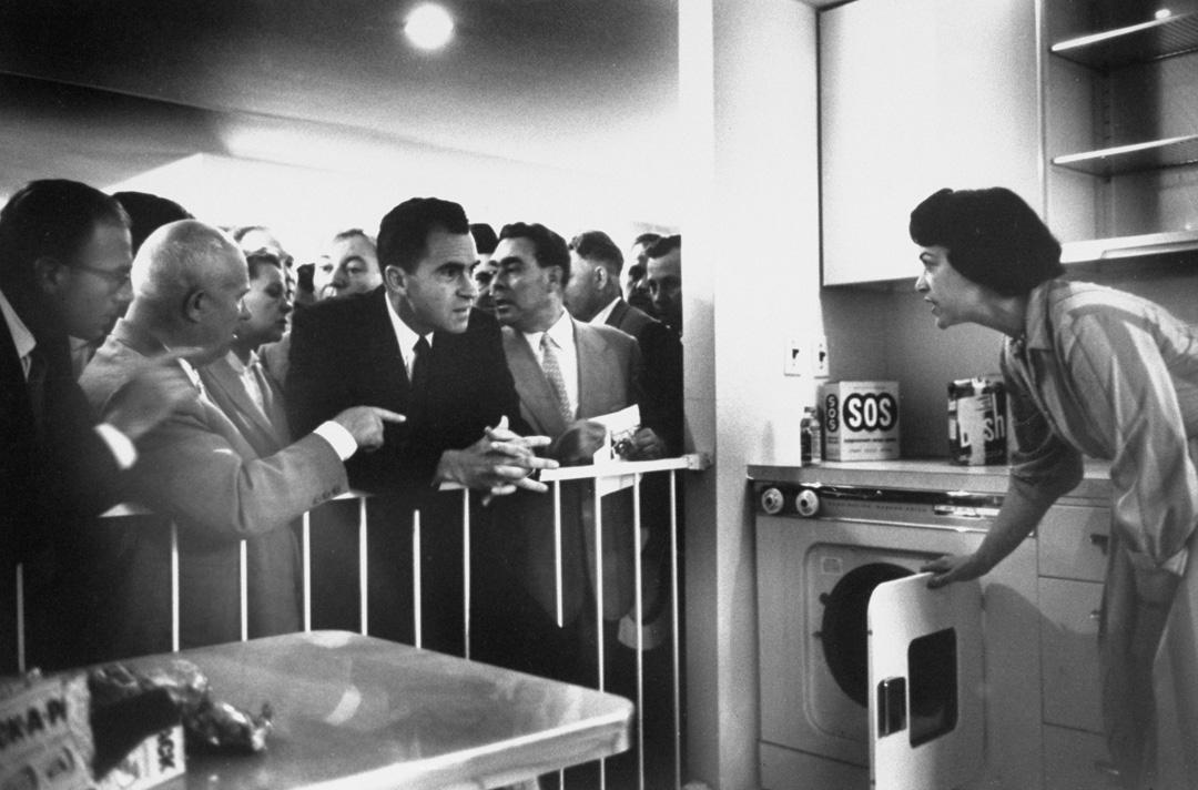 1959年,蘇聯最高領導人赫魯曉夫與美國副總統尼克遜的「廚房辯論」。