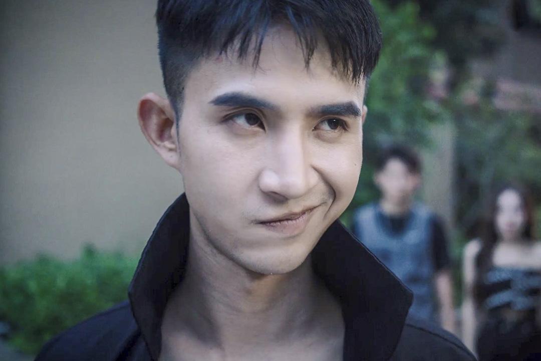 贅婿文是中國大陸近兩年最流行的網文類型,在今年7月份一系列以「歪嘴龍王」為名的改編視頻廣為流傳後,它徹底走紅。 網上圖片