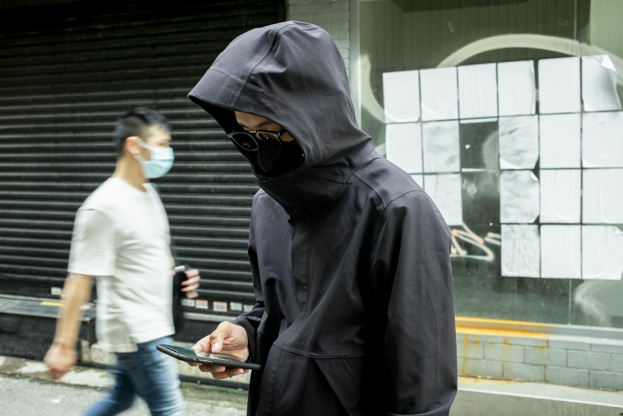 全身黑色裝扮的高希。 攝:林振東/端傳媒